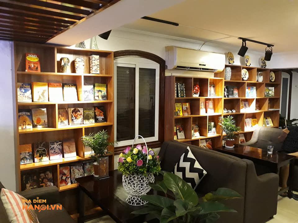 Không gian quán book coffee